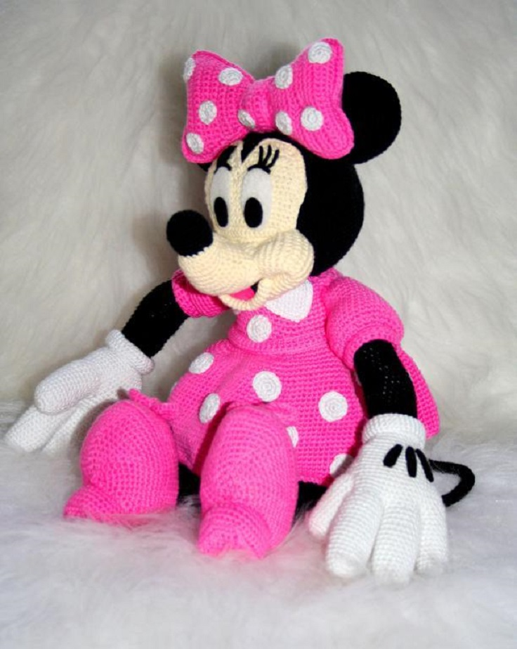 Disney-Minnie-Mouse-Amigurumi-Crochet
