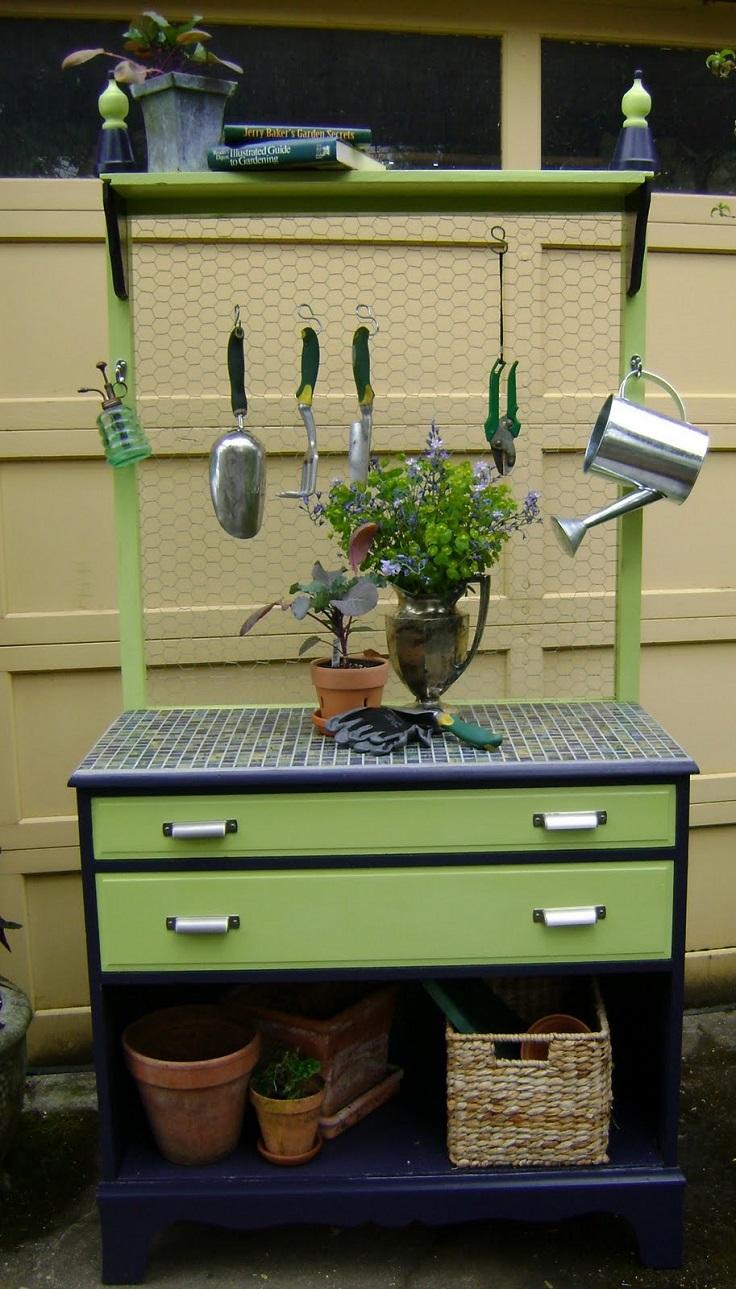 Lovely-garden-potting-bench