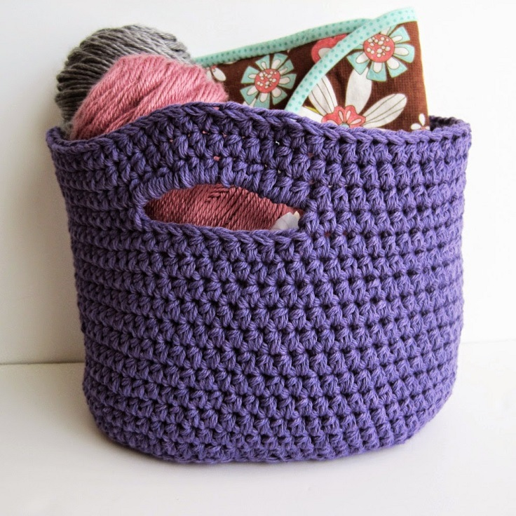Oval-shaped-crochet-basket-with-handles