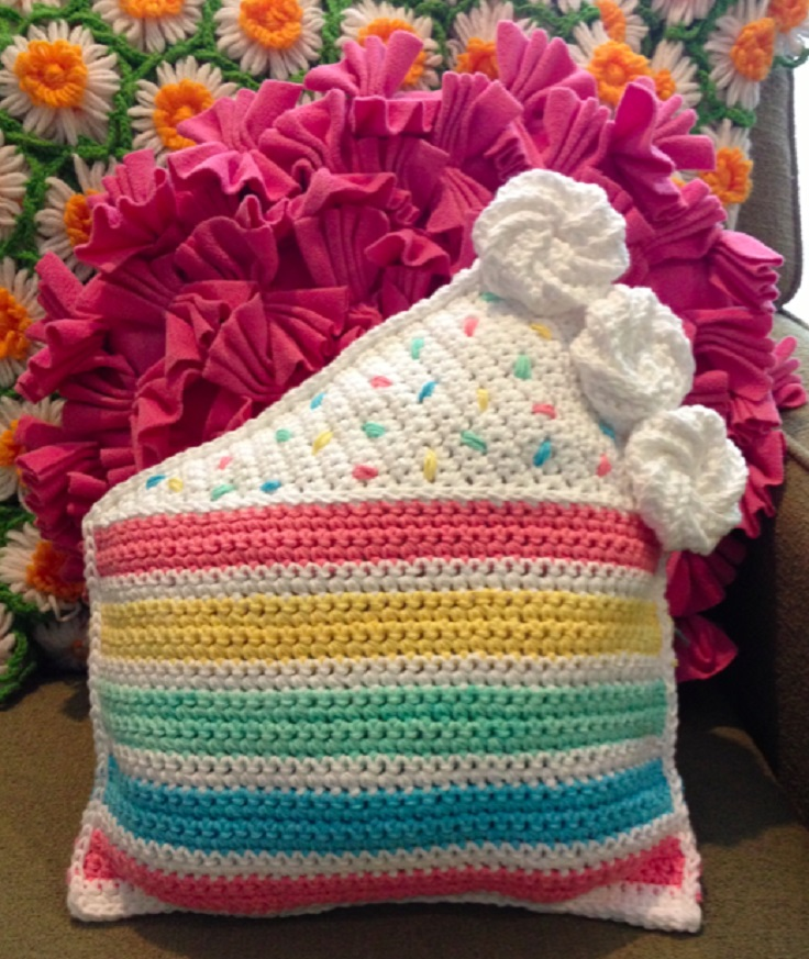 TOP 10 Free Patterns for Gorgeous Crocheted Pillows