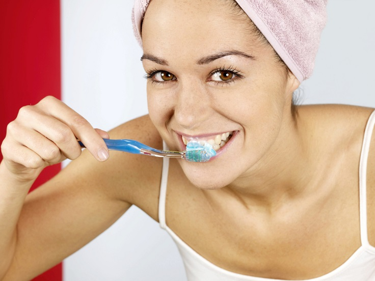 pretty-woman-brushing-teeth1