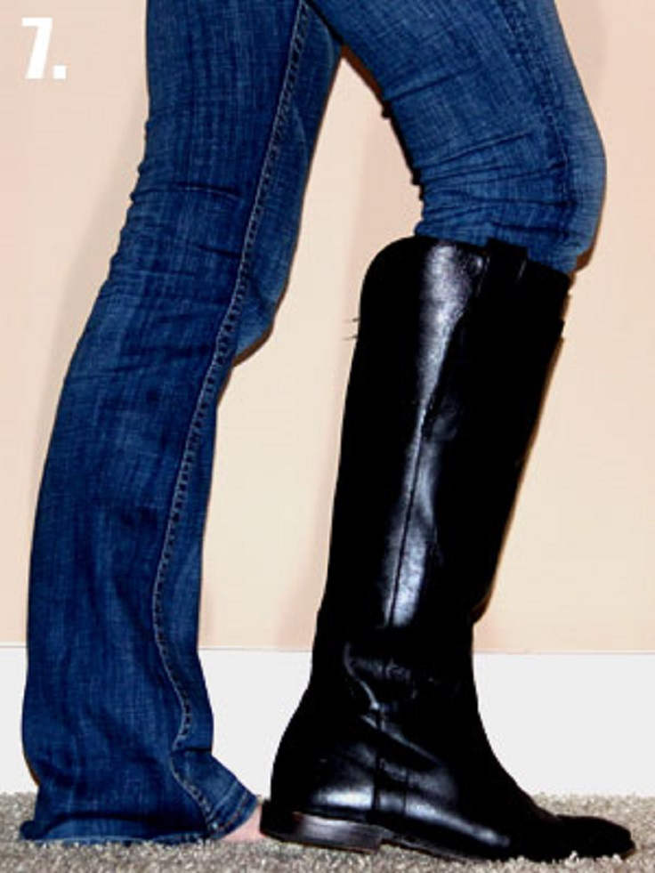 1-Tuck-non-skinny-jeans-into-boots