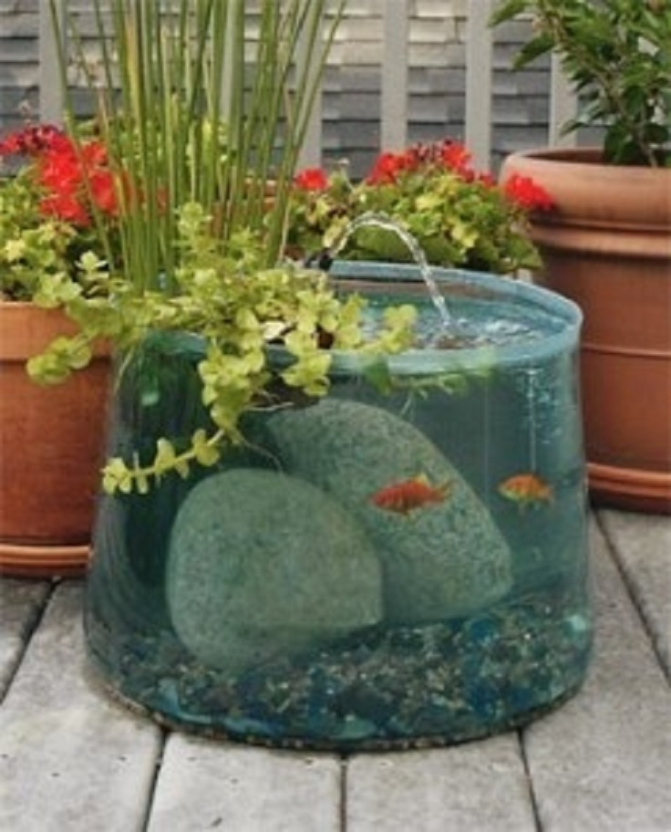 Top 10 garden aquarium and pond ideas to decorate your for Diy patio pond