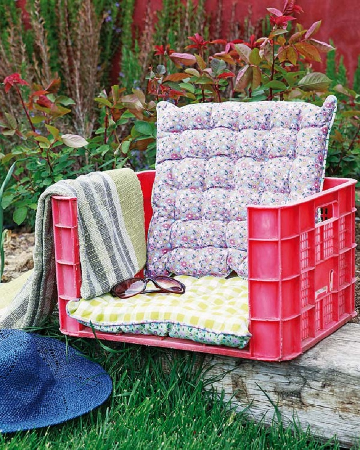 A-Garden-Armchair-Made-of-Plastic-Fruit-Crate
