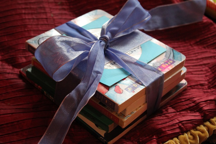 books-with-ribbon