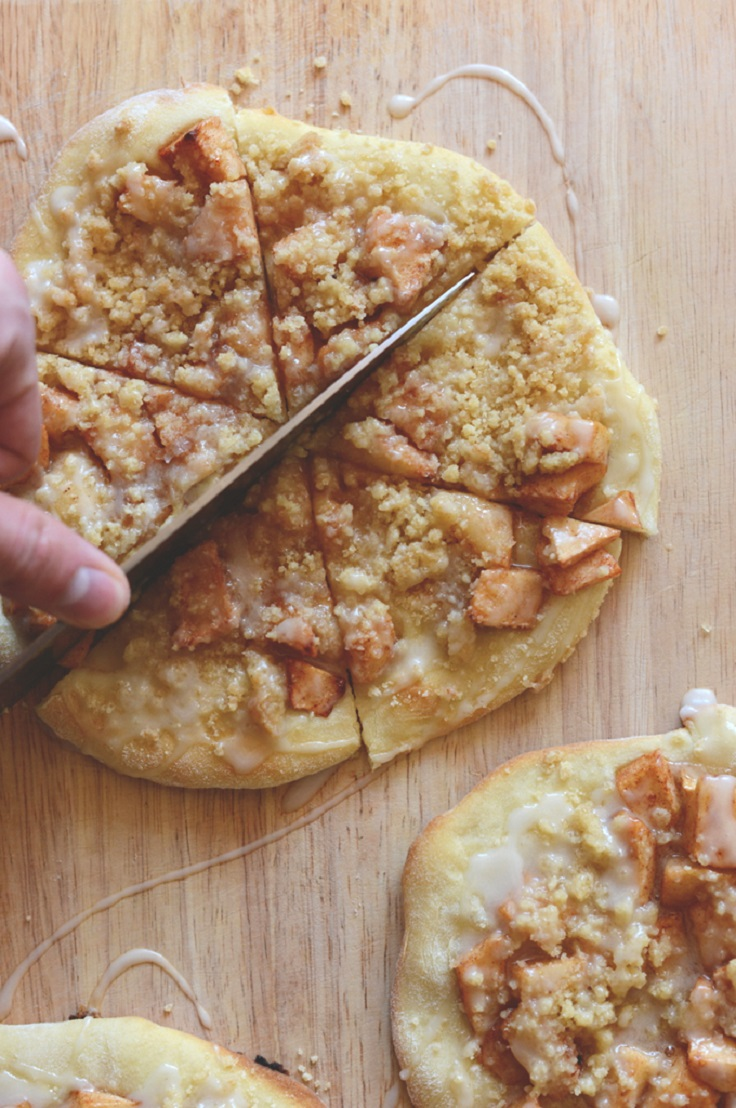 Apple-Struesel-Breakfast-Pizzas