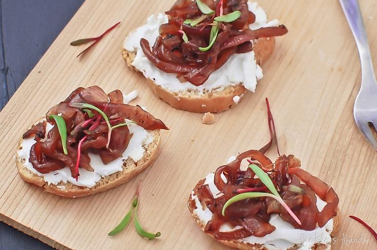 Caramelized-Onion-Crostinis