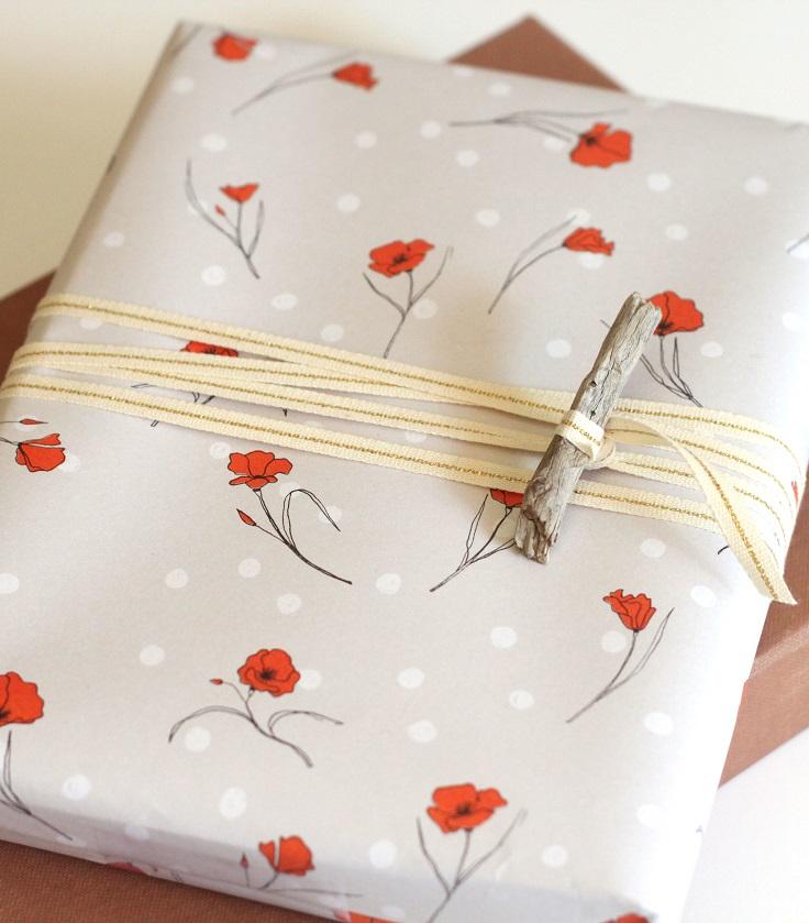Wood-Toggle-Gift-Wrap