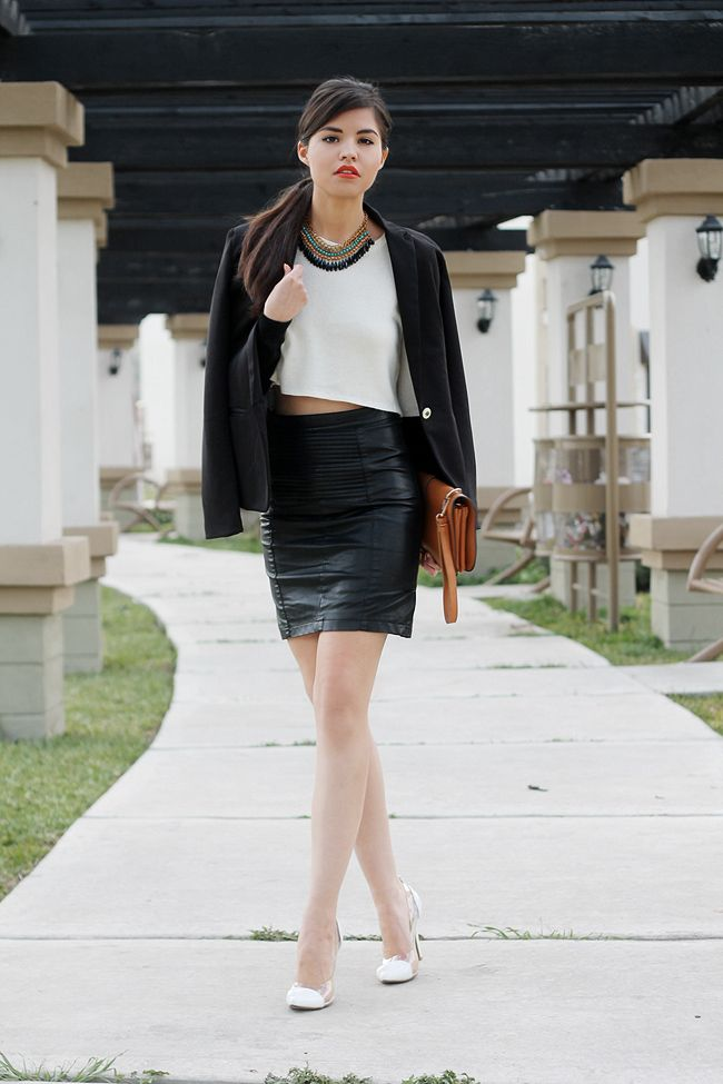 black-and-white-office-outfit