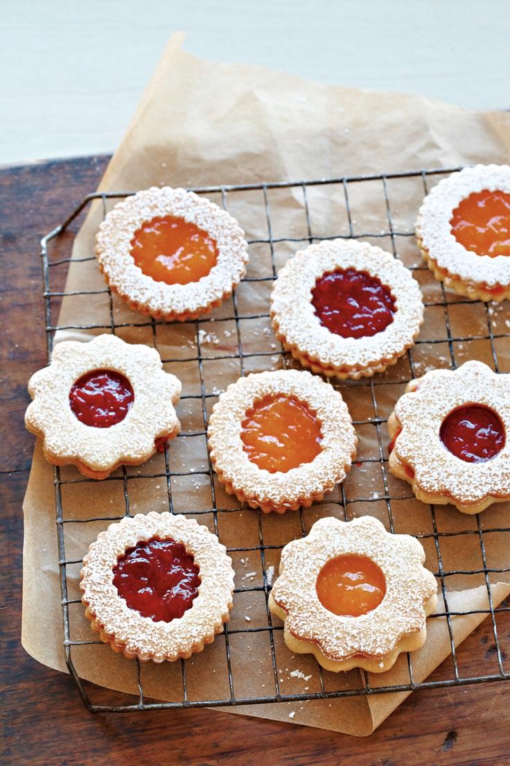 jam-cookie-sandwich