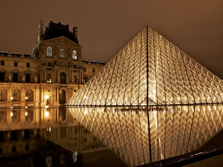 c61-Louvre-at-Night-12
