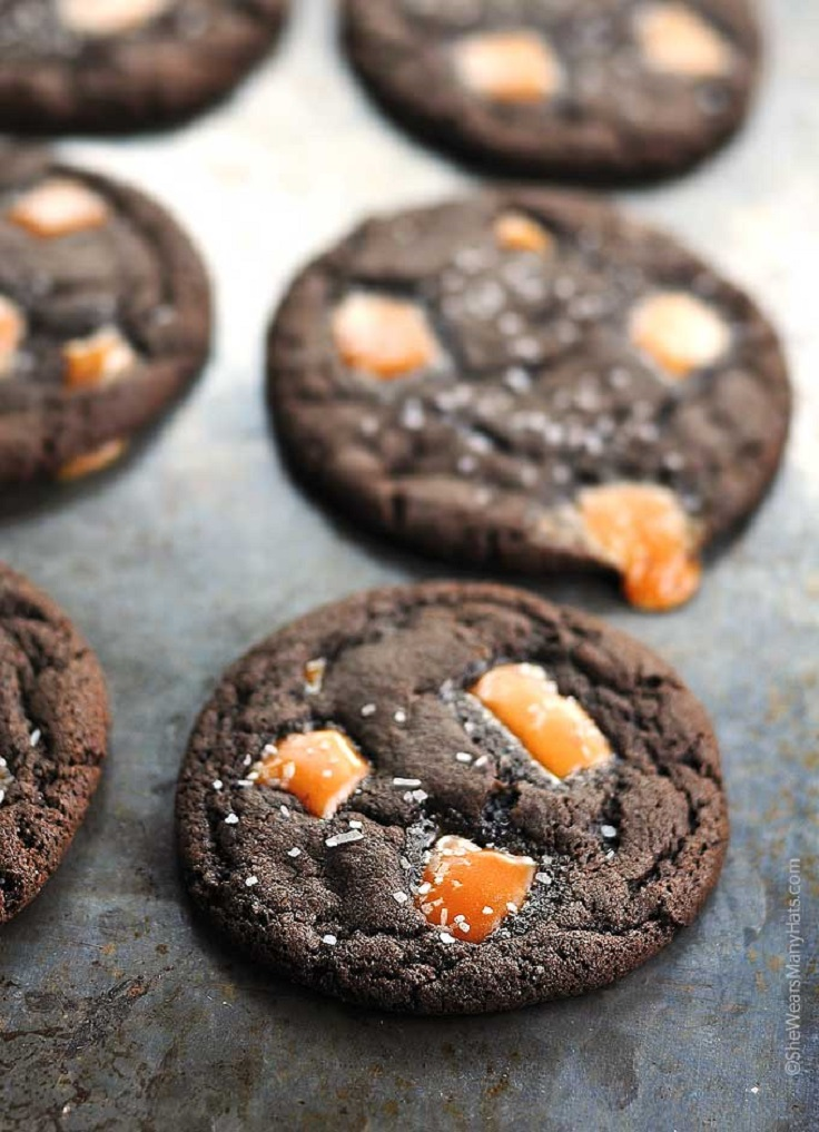 salted-caramel-dark-chocolate-cookies