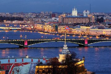 topnight-illumination-of-the-neva-river-bridges-in-st-petersburg