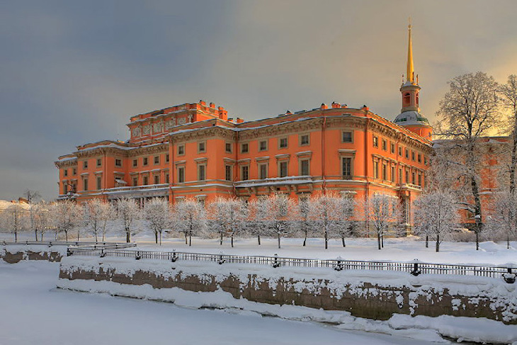 topwinter-view-of-mikhailovsky-castle-in-st-petersburgt