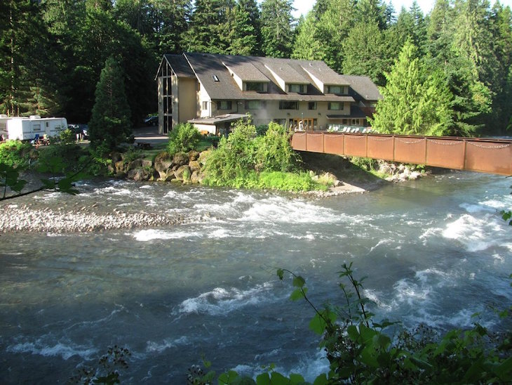 Top 10 hot springs getaways in the pacific northwest top inspired for Hood river swimming pool hours