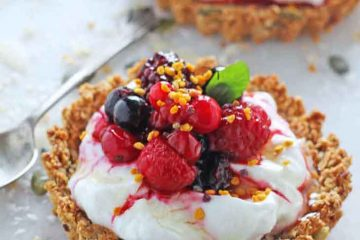topGranola-Crust-Breakfast-Tarts-Yogurt-Berries_007