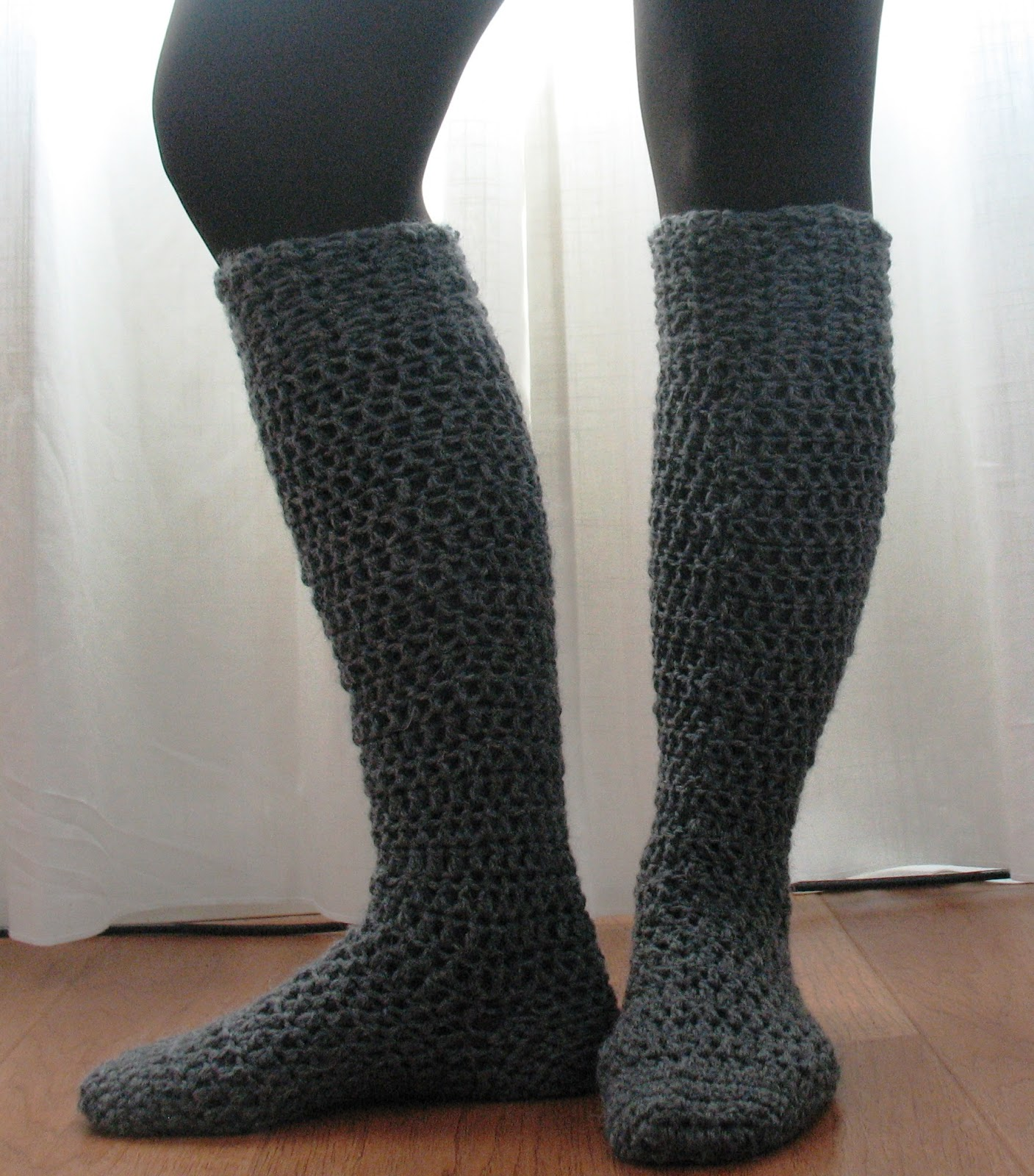 Top 10 free crochet and knit patterns for knee socks top 10 free crochet and knit patterns for knee socks that will keep you warm this bankloansurffo Gallery