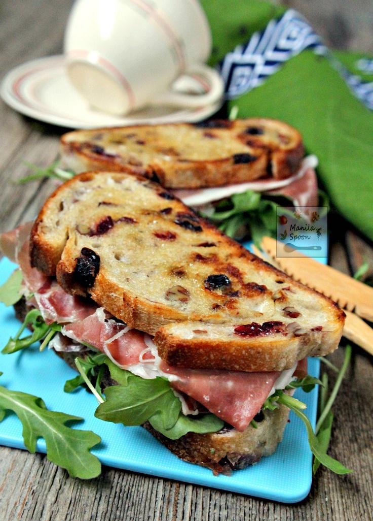 Cranberry-Cheese-and-Prosciutto-Sandwich