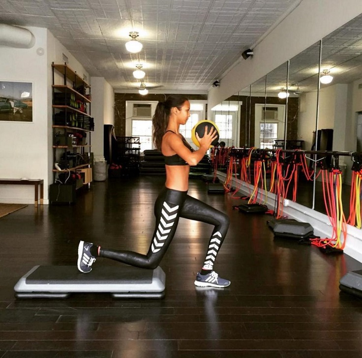 Lais-Ribeiro-Core-Exercises-with-Light-Weights