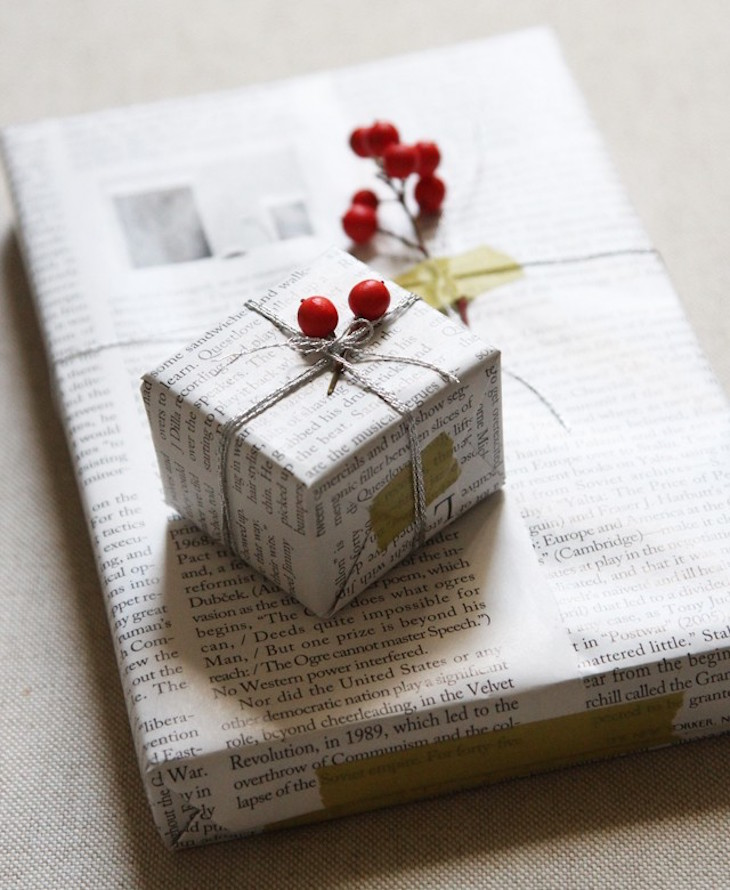 topDIY-Gift-Wrapping-with-Newspaper-and-Berries-Remodelista