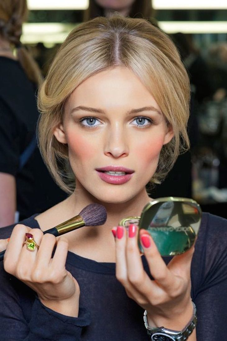 Top 10 Make Up Tricks To Look Gorgeous For Valentine's Day