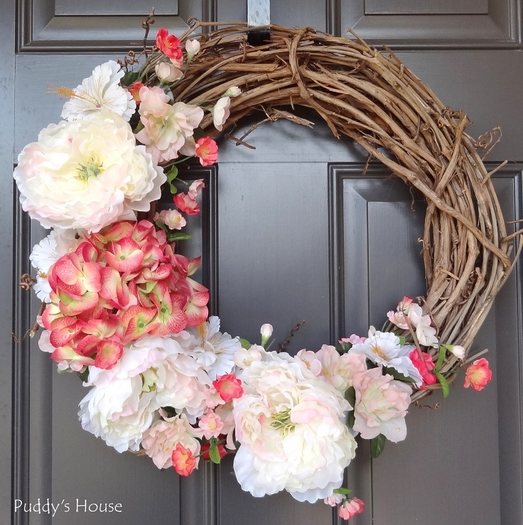 Grapewine-Wreath-with-Big-Flowers