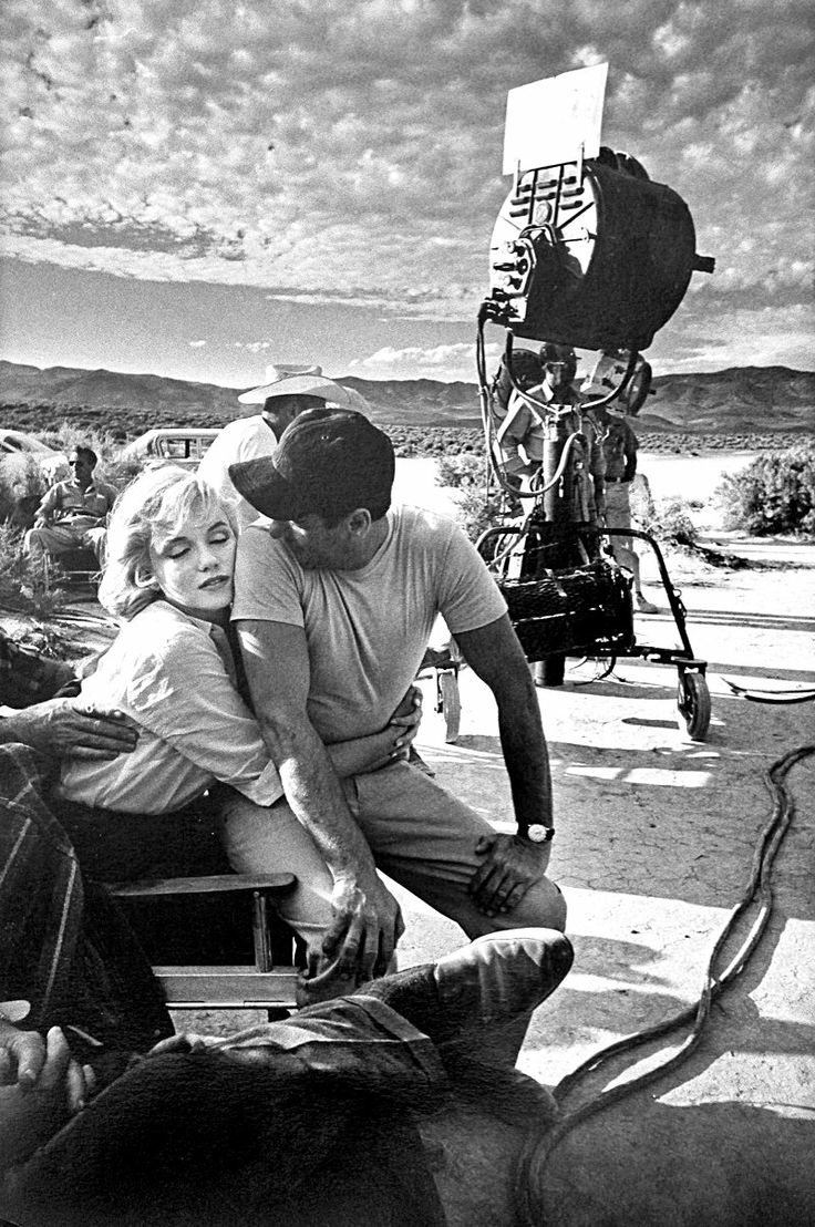 Marilyn-Monroe-and-Eli-Wallach-on-the-set-of-The-Misfits