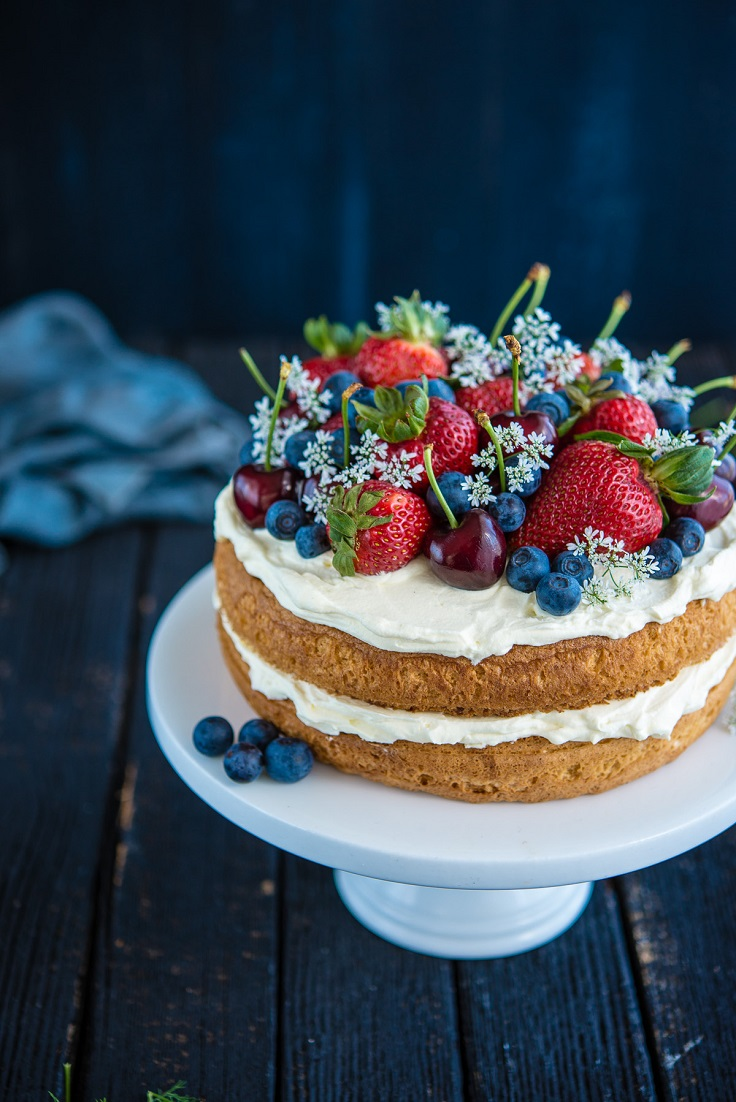 Sponge-Cake-with-Berries-and-Cherries