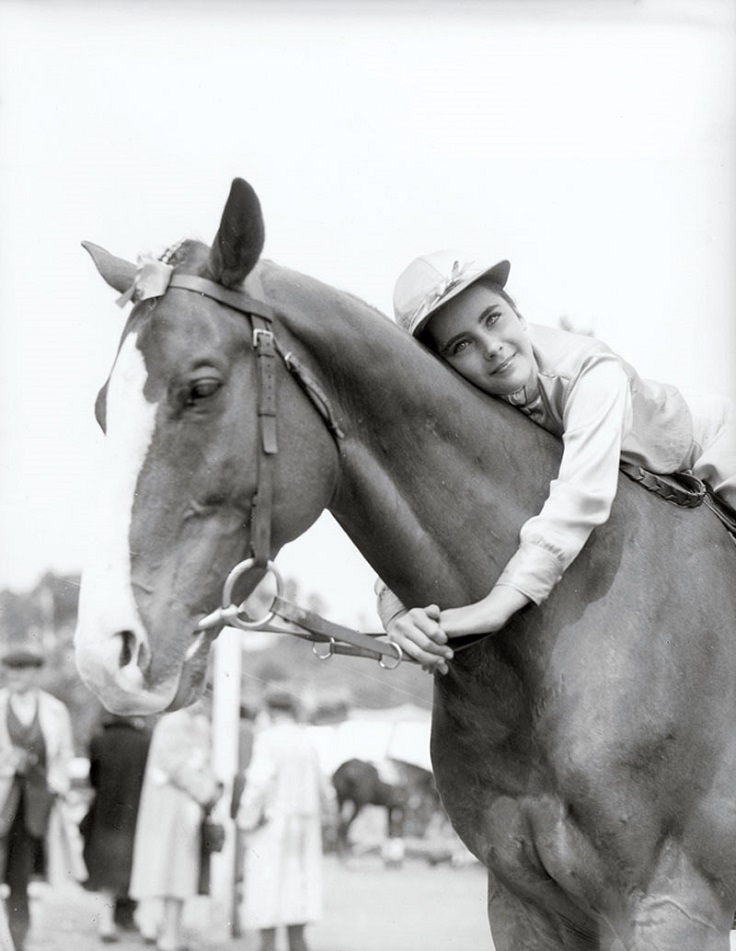 Elizabeth-Taylor-horse-riding