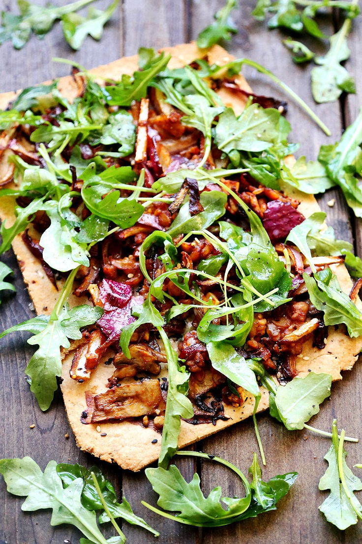 Sesame-Flatbread-Pizza-with-Onions-Mushrooms-and-Tempeh