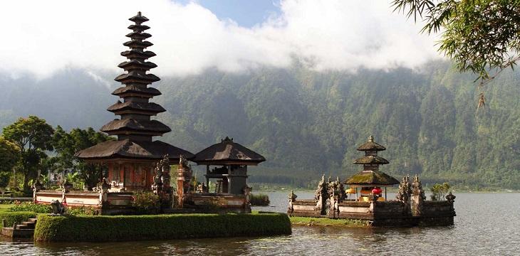 TOPChedi-Club-Ubud-Bali-DES-UlunDanauTempleBali