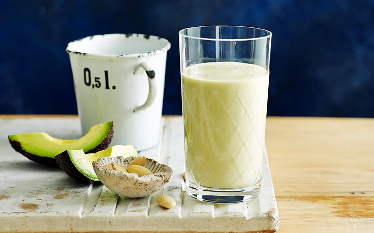 Almond-and-avocado-protein-smoothie