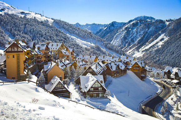 Top 10 Skiing Destinations for Sporty Winter Fun