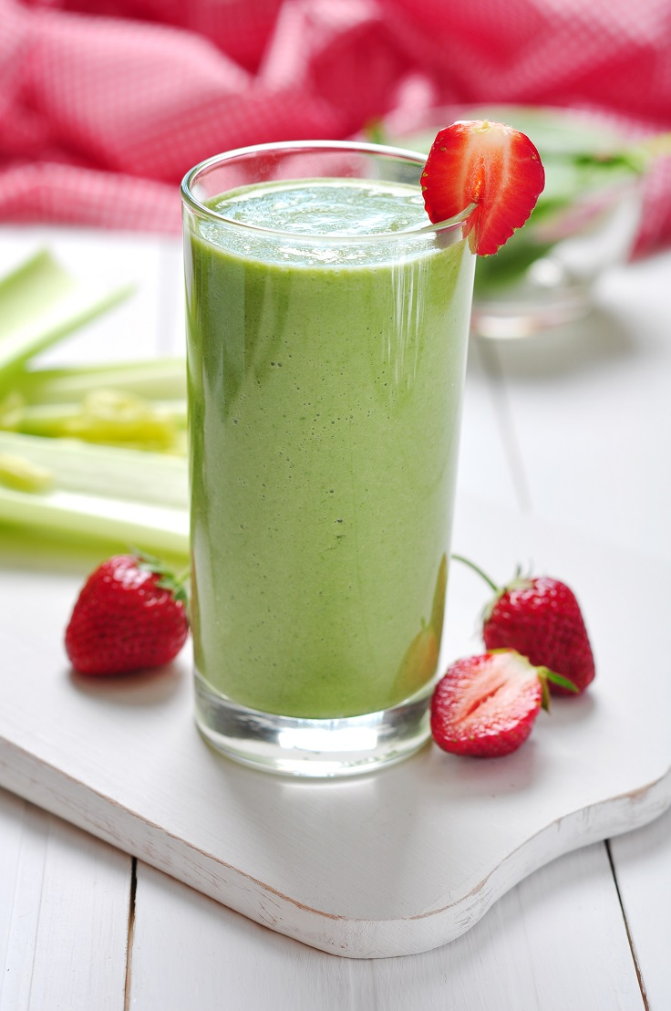 avocado-berries-and-vegetable-smoothie