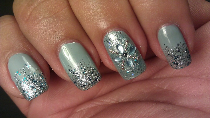 Winter-Icicle-Nail-Art