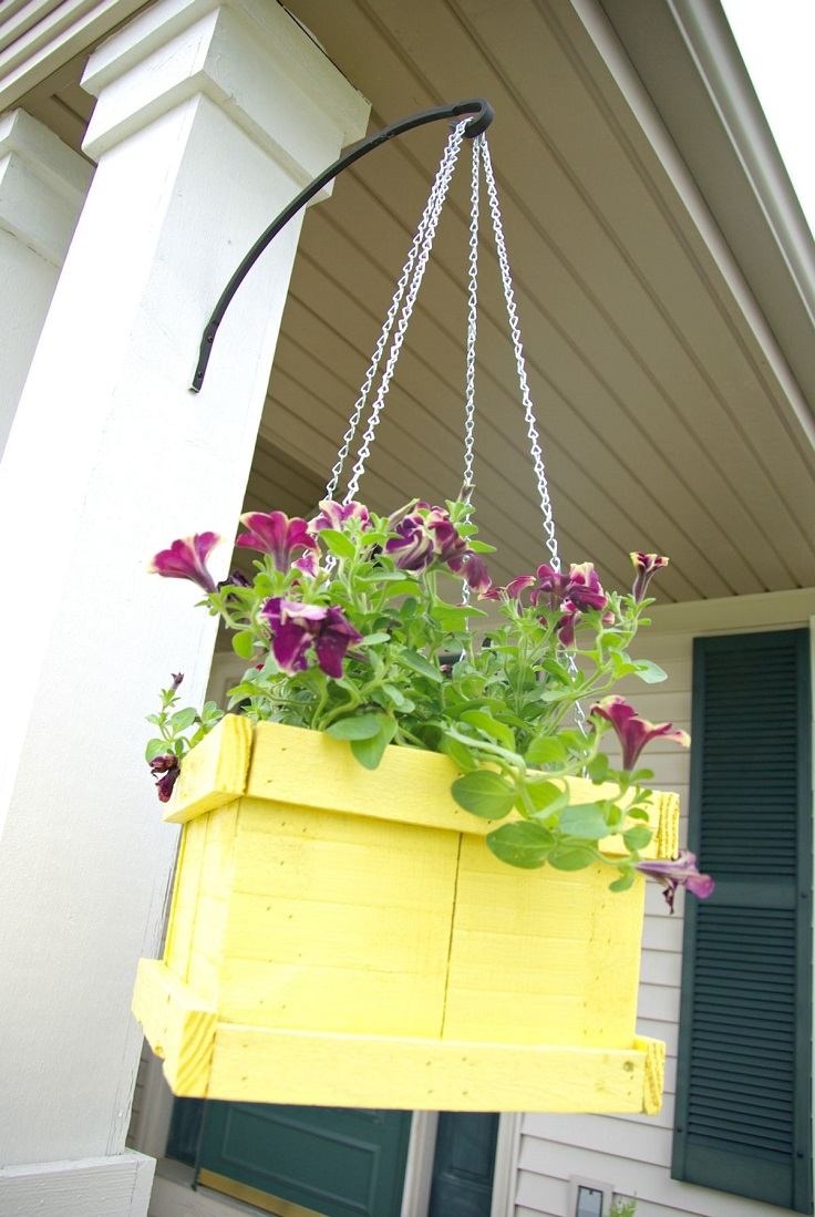 Wood-Pallet-Hanging-Planter