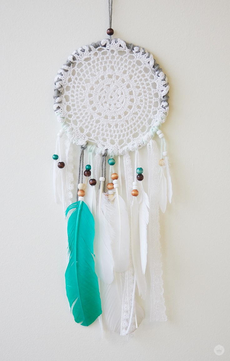 Top 10 Creative DIY Projects with Feathers