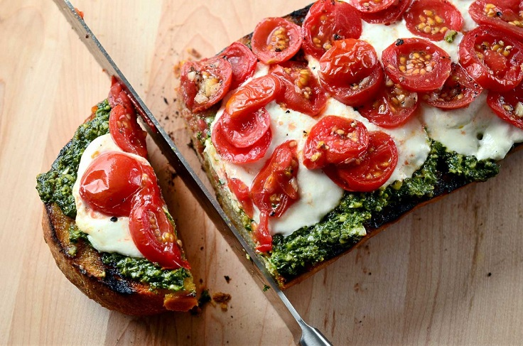 Grilled-Bread-with-Pesto-Burrata-and-Tomatoes