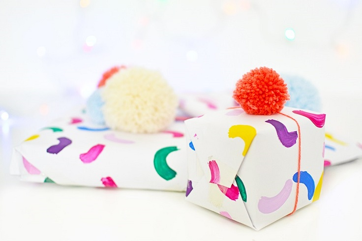 Gift-Wrap-with-Pom-Pom-Toppers