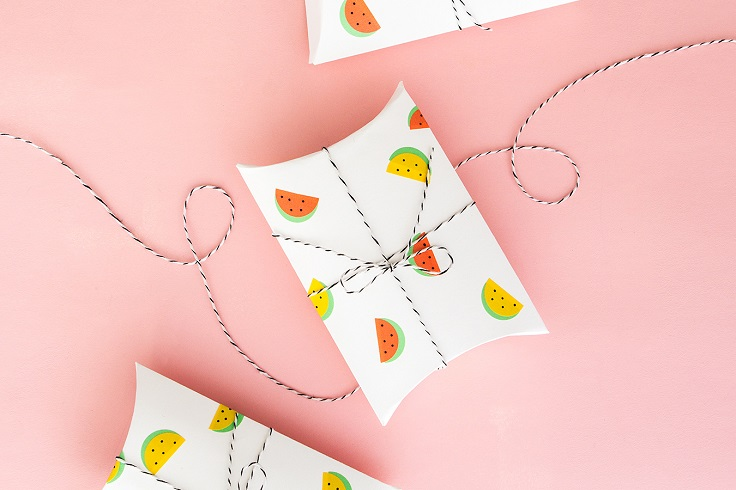 Gift-Wrap-with-Stickers