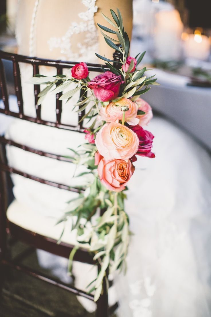 Top 10 Gorgeous Wedding Chair Decorations