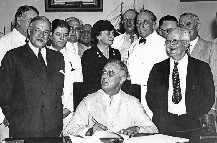 President-Franklin-Roosevelt-signed-the-Social-Security-Act