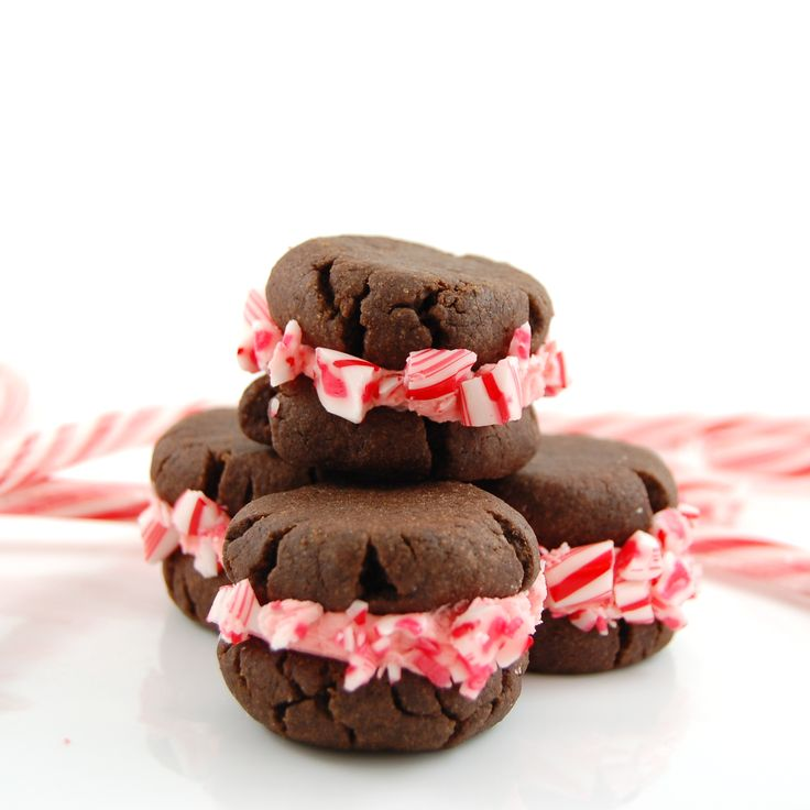 Candy-Cane-Cookie-Sandwiches