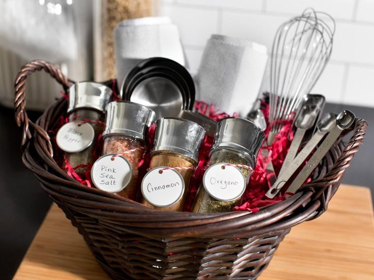 Top 10 DIY Gift Basket Ideas for Christmas