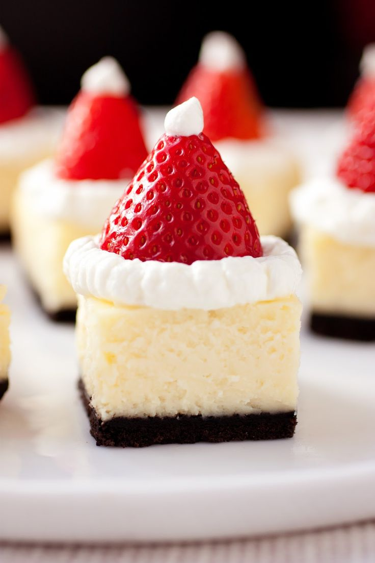 Santa-Hat-Cheesecake-Bites