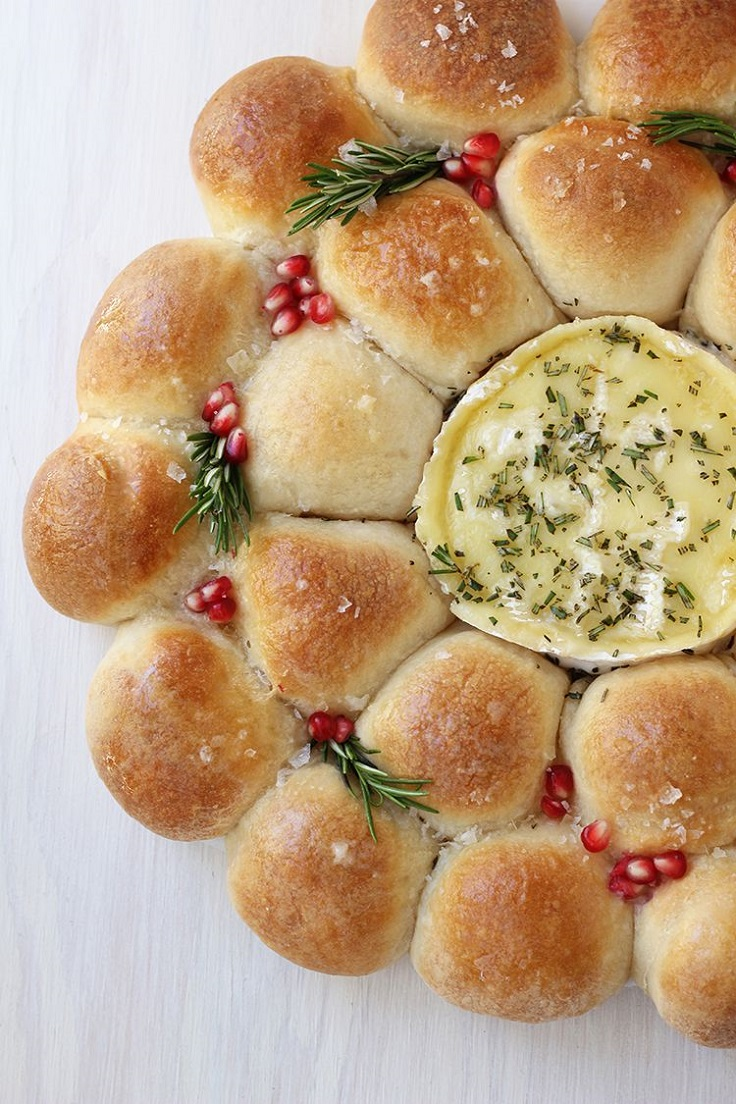 Baked-Camembert-Bread-Wreath