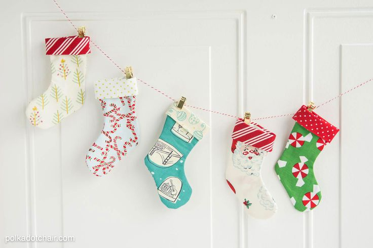 Christmas-Stocking-Garland