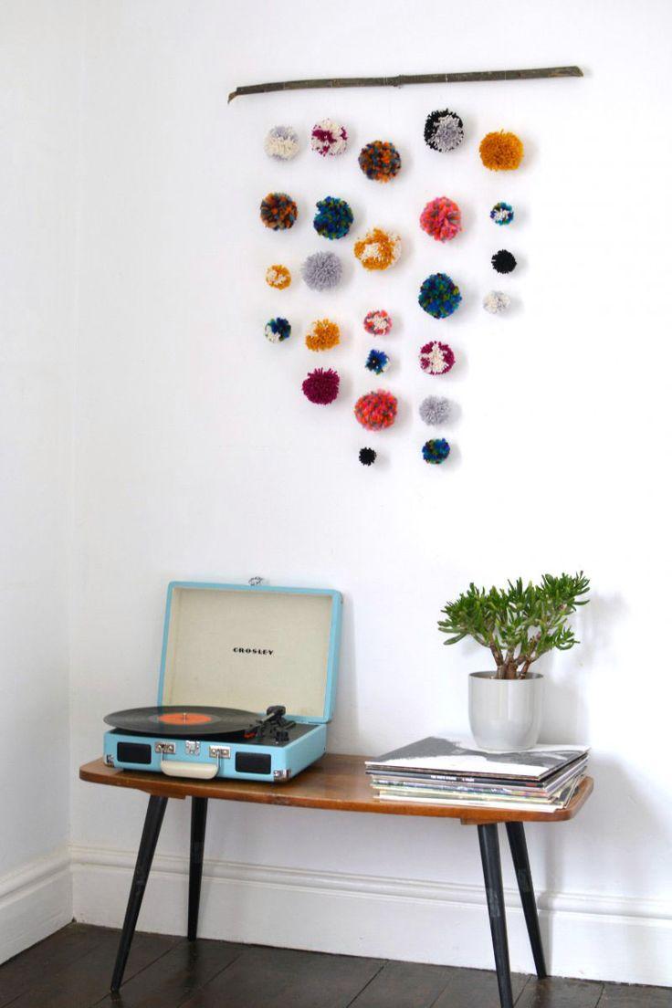 Pom-Pom-Wall-Hanging