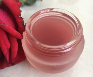 Top 10 DIY Beauty Products with Aloe Vera