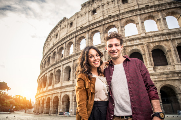couple-colosseum-rome
